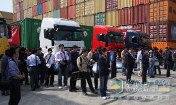 上汽依维柯红岩 杰狮genlyon科技之旅 活动在上海举行 高清图片