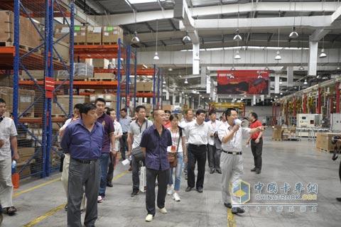 福田欧曼ctx用户参观西安康明斯工厂