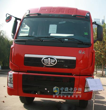 解放2010版新大威,港口牵引车登陆广州