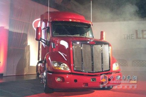 彼得比尔特386卡车,以及2.3米宽驾驶室的肯沃斯t700和彼得比高清图片